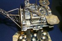 Statfjord-B, bronse kunstmodell plattform på marmor fot